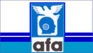 Rettangolo orizzontale con al centro un rettangolo più piccolo in verticale, Nel rettangolo più piccolo in alto l'immafine di una colomba e un quadrato sotto essa in cui si vede, di profilo, la silhouette della testa di una persona. Introno all'orecchio due cerchi concentrici. Sotto questa immagine la sigla AFA.