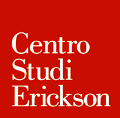 """Quadrato rosso all'interno del quale sono riportate le parole """"Centro Studi Erickson"""" in bianco, una sotto l'altra."""