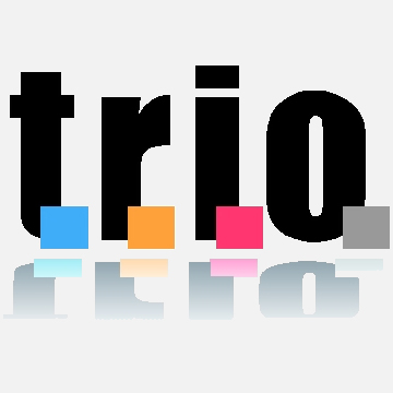 """Parola """"trio"""" scritta in stampato minuscolo. In basso ad ogni letetra c'è un quadrato colorato. Da sinistra: azzurro, arancione, rosso, grigio."""