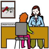 Donna che offre consulenza dietro una scrivania.